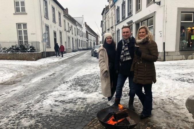 Dagjesmensen bezoeken Thorn op winterse dag: 'Extra leuk omdat het witte stadje extra wit is'