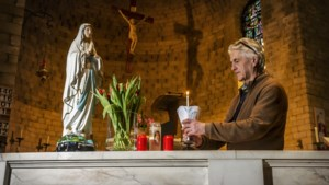 Lourdesviering voor het eerst in nagenoeg lege kerk