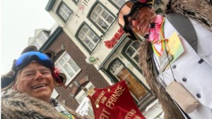 Video: Tweetal leden Convent Van Neit Prinse houdt traditie in ere en loopt afgelaste kinderoptocht