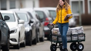 Veertienjarige Bente deelt elke week 125 kilo korting uit in Maastricht