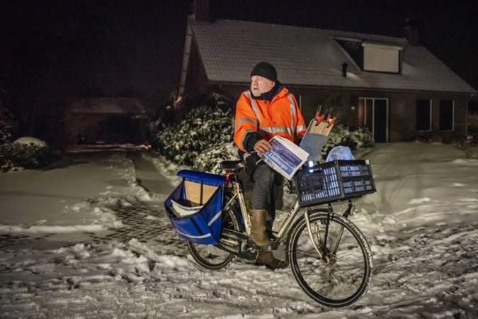 Pieter (57) zonder handschoenen door de sneeuw: voor dag en dauw de straat op om de krant te bezorgen