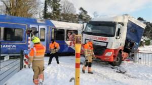 Omwonenden schrikken van botsing tussen trein en vrachtwagen: 'Ik heb meteen 112 gebeld'