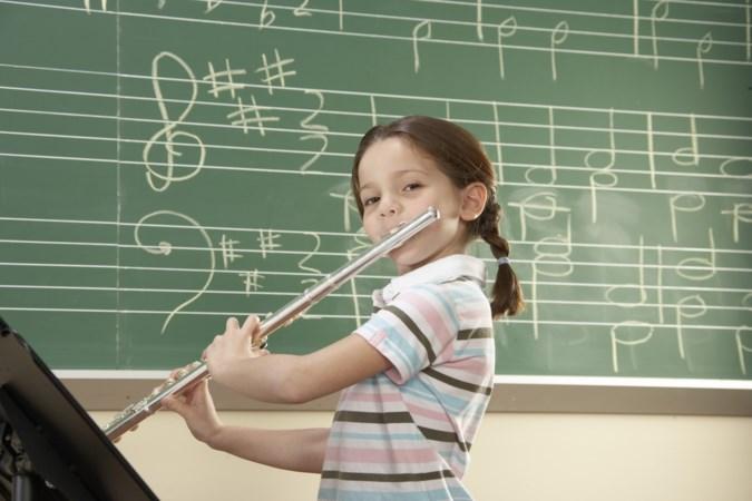 Heerlense Elisabeth Dumont onderzoekt effect van speciaal muziekonderwijs op kinderen: 'Muziek kan het hele brein stimuleren'