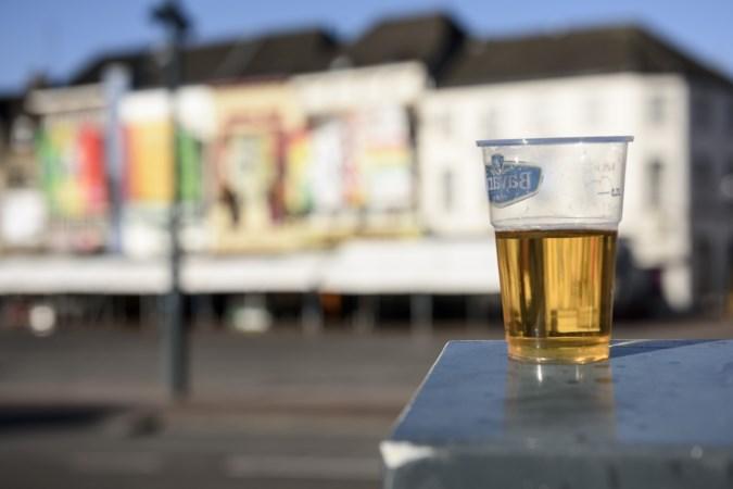 Op straat een biertje drinken met carnaval? Het mag lang niet overal in Limburg