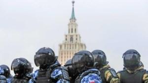 Russen klagen over politiegeweld: een geperforeerde long, drie gebroken ribben en afgebroken tand