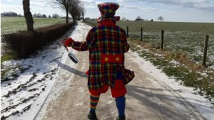 Vastelaovesgek uit Gulpen wandelt elke dolle dag vijftien kilometer als clown door het Heuvelland