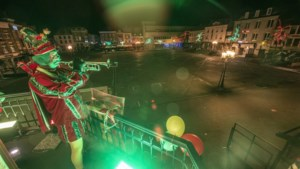 Het Kanon zwijgt: eenzame trompettist blaast <I>Zitterd Allein </I>op balkon boven leeg Marktplein Sittard