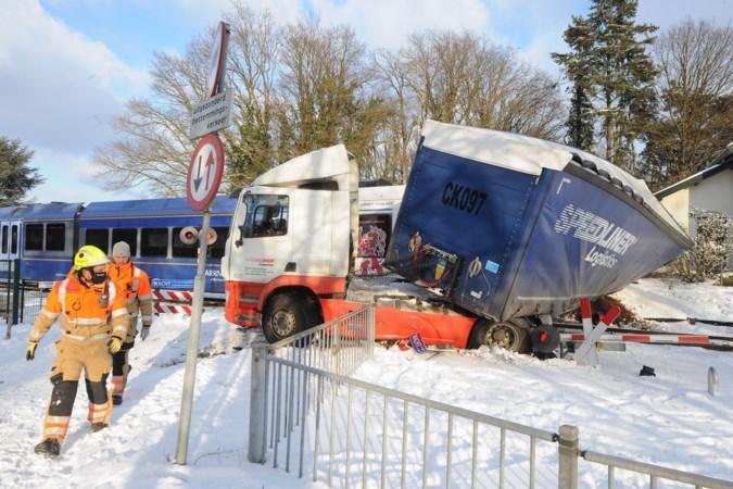 Spoorwegovergang in Grubbenvorst waar vrachtwagen werd geramd wordt afgesloten voor motorisch verkeer