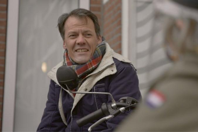 Tijs van den Brink zoekt niet-stemmers op: 'Als iemand zegt: ik doe niet meer mee, dan mag dat'
