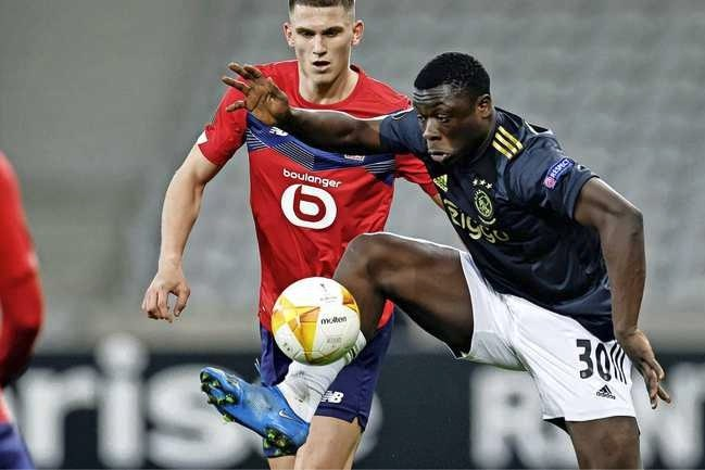 Invaller Brian Brobbey schiet Ajax naar zege in Lille