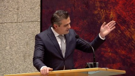 Video: Woede om uitspraak Kuzu in debat over avondklok