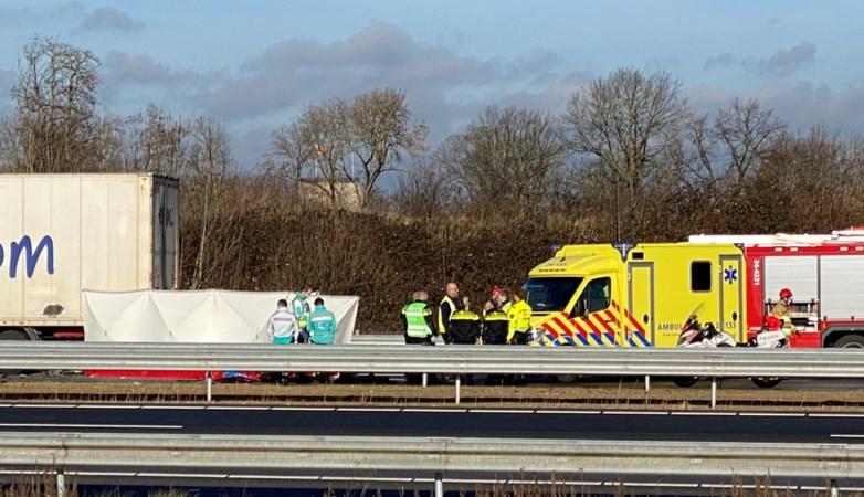 Automobilist overleden na botsing met vrachtwagen op A76