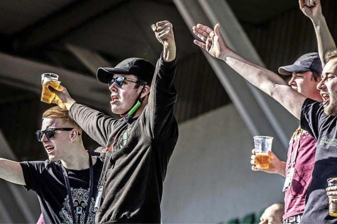 Weer ouderwets juichen in een voetbalstadion: 'We hebben even onze vrijheid terug'