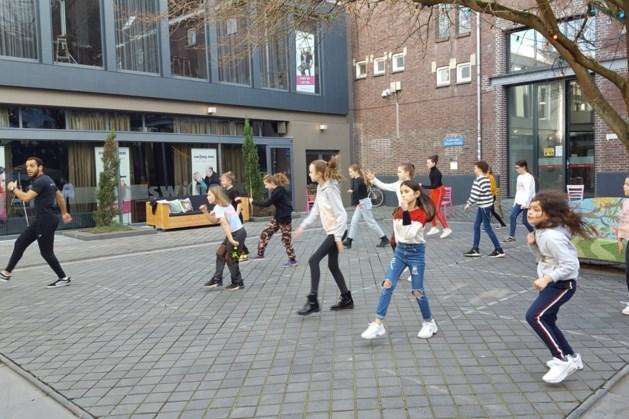 Heerlense danschool Swing-inn viert voorjaar met coronaproof buitendansen
