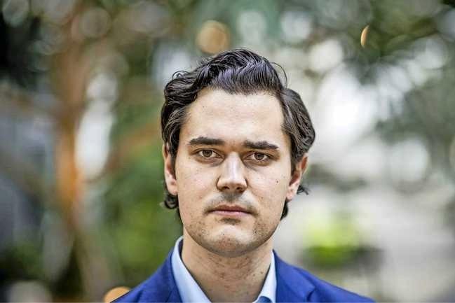 VVD-fractievoorzitter Beek stapt uit partij: 'Doordrukken avondklok is de druppel'