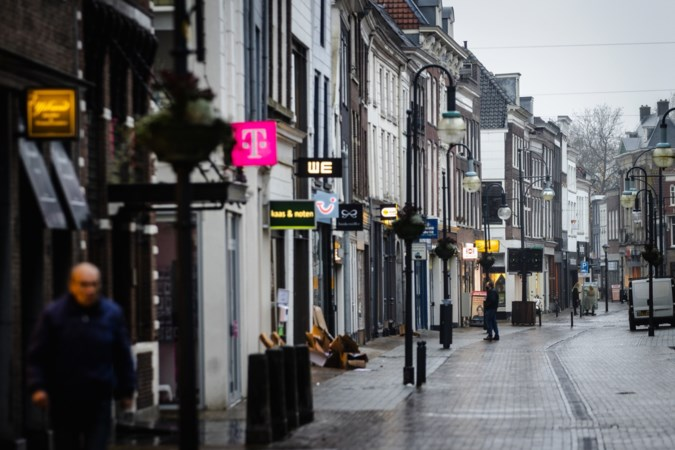 RIVM ziet 'derde golf' coronabesmettingen over Nederland rollen