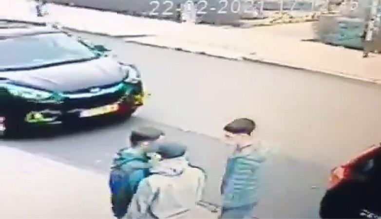 Video: Jongen in Geleen belaagd en bestolen van AirPods, pet en dure bodywarmer