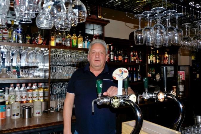 Weerter kroegbaas Guido Hermans hielp ouderen bij priklocatie: 'nu een spuitje, straks een biertje...'