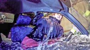 Zelfbrekend glas redding bij voertuigen te water