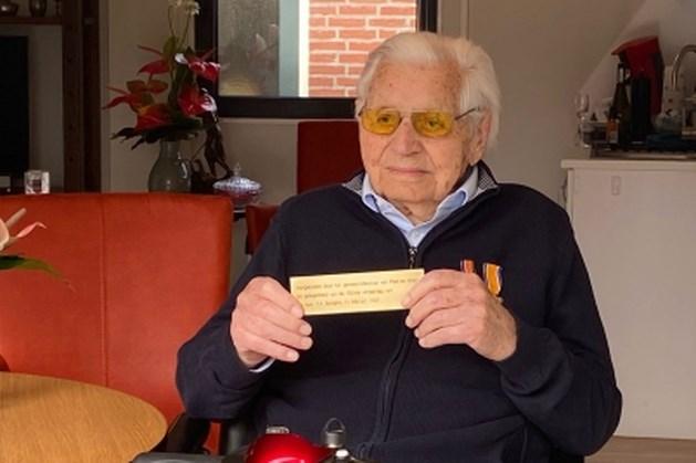Burgemeester Peel en Maas zet honderdjarige uit Egchel in het zonnetje