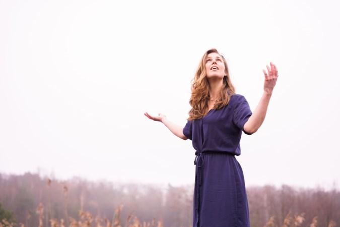 Dialectric: elektronische dialectmuziek van Venlose singer-songwriter Jelske Wilmer