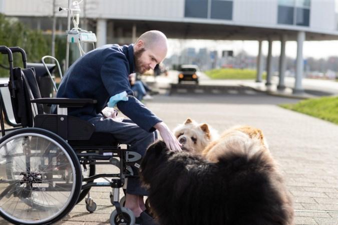 Vince Meens kan na oproep ook rekenen op ziekenhuisbezoek van burgemeester Kerkrade en haar teckel