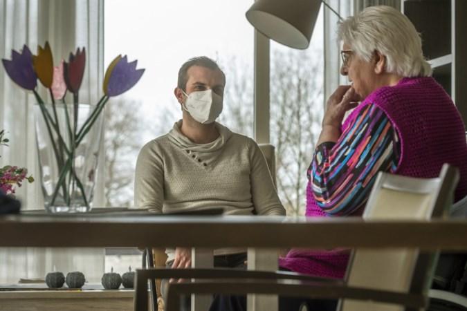 Twintiger Joey uit Kerkrade is dokter tussen de ouderen: 'Dit is een prachtbaan'