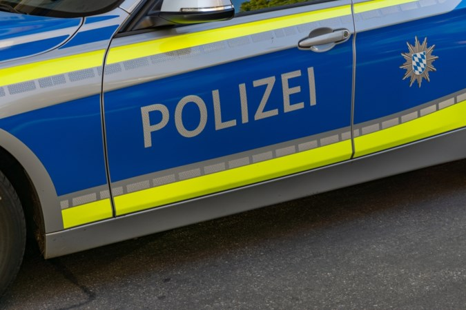 Klopjacht met honden en helikopter op 18-jarige automobilist in Duits grensdorp