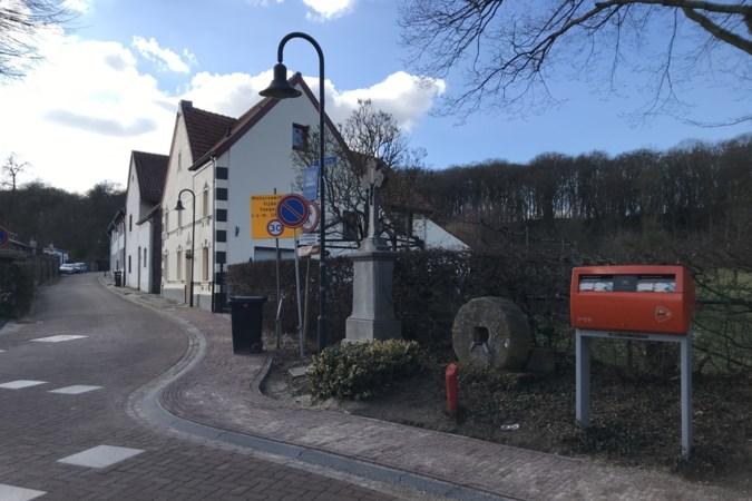 De enige brievenbus van Rimburg is na aansporingen weer in gebruik