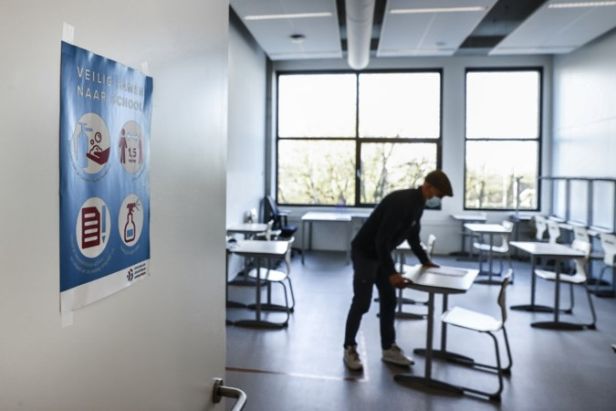 Minister Slob: scholen moeten in ieder geval al beginnen met mentorlessen
