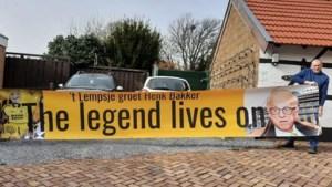 Spandoek als eerbetoon aan Roda-man Henk Bakker in stadion Kerkrade