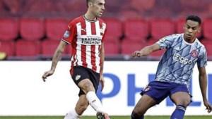 Ajax ontsnapt tegen PSV na penalty in blessuretijd