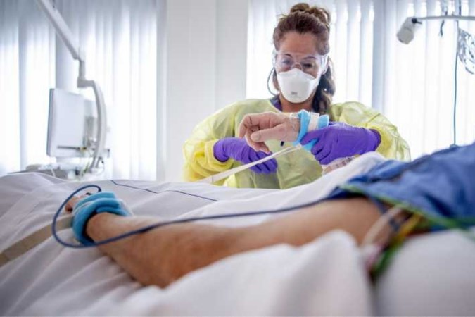 Aantal coronabesmettingen bovengemiddeld, ziekenhuisopnames gestegen