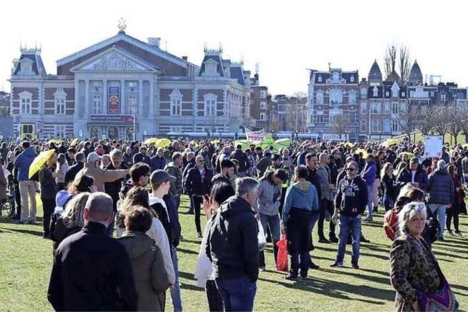 Opnieuw honderden demonstranten op Museumplein, ME moet ingrijpen