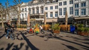 Ludieke protestactie Limburgse horeca: ondernemers zetten terras op, maar gaan zitten mag niet
