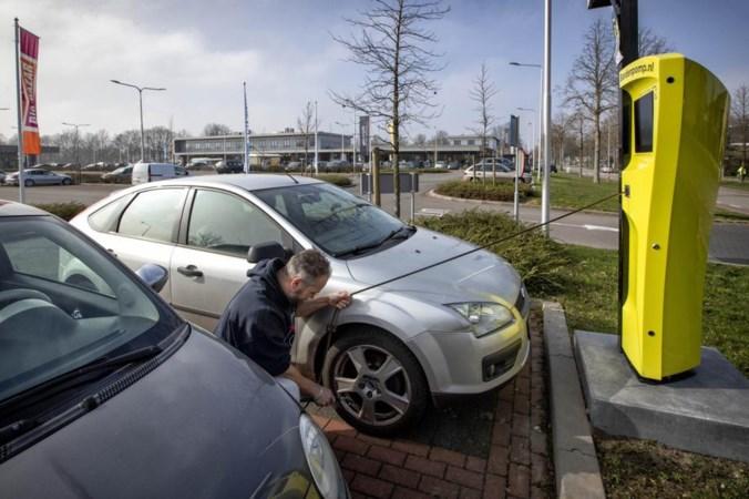 Gratis en voor niets: nieuwe slimme bandenpompen duiken overal in Limburg op