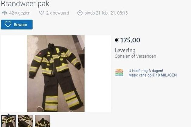 Nepverkoper biedt in Voerendaal brandweerpakken te koop aan via Marktplaats