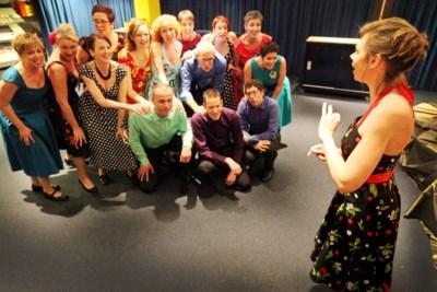 Dringend advies OMT om niet te zingen maakt koor inventief: a-capellaconcert vanuit 22 auto's