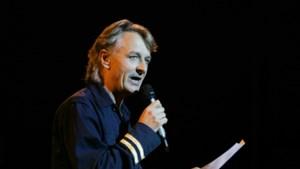 Cabaretier en liedjesschrijver Jeroen van Merwijk (65) overleden