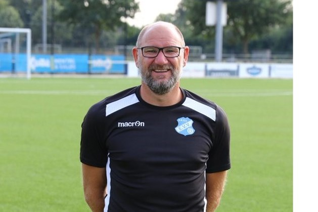 Oud-prof Robert van der Weert bij EVV behalve assistent bij het eerste ook trainer van O23