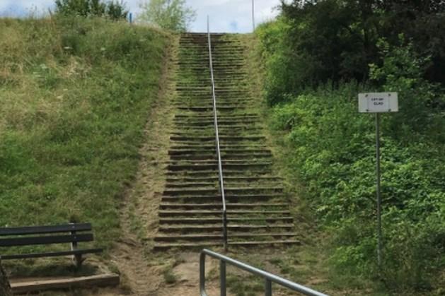 Trap Steenwegstraat in Stein op de schop