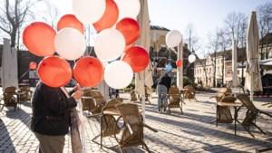 Foto van de week: Roermondse horeca voert 'feestelijk' actie om de terrassen weer te mogen openen