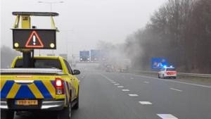 Rook door vrachtwagenbrand belemmert zicht op snelweg: A2 korte tijd dicht bij Maastricht