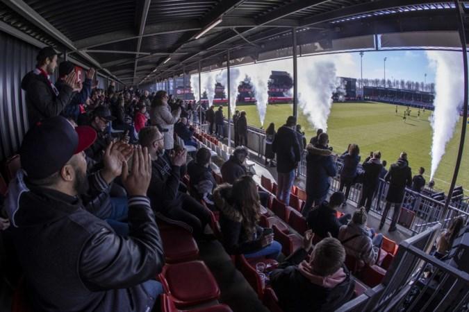 Almere City FC roept toeschouwers op zich te laten testen: 'Geef de heersende negativiteit geen kans'