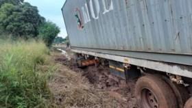 Meubels en leermiddelen uit Weert aangekomen in Malawi