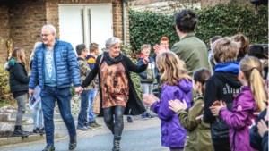 Eerbetoon voor onderwijsdino Jean Tholen die basisschool in Urmond na 42 jaar verlaat