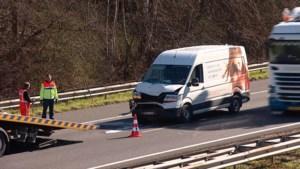 Video: Ongeluk in staart file op A2 bij Maastricht
