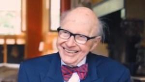 Sittardse politicus, advocaat en rechter Sjra Houtakkers (94) overleden: invloedrijke duizendpoot met onafscheidelijke vlinderdas