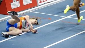 Atlete Britt Ummels ziet 800 meter op EK indoor in het water vallen na tuimeling
