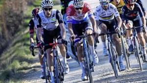Indrukwekkende Mathieu van der Poel slaat toe in Strade Bianche